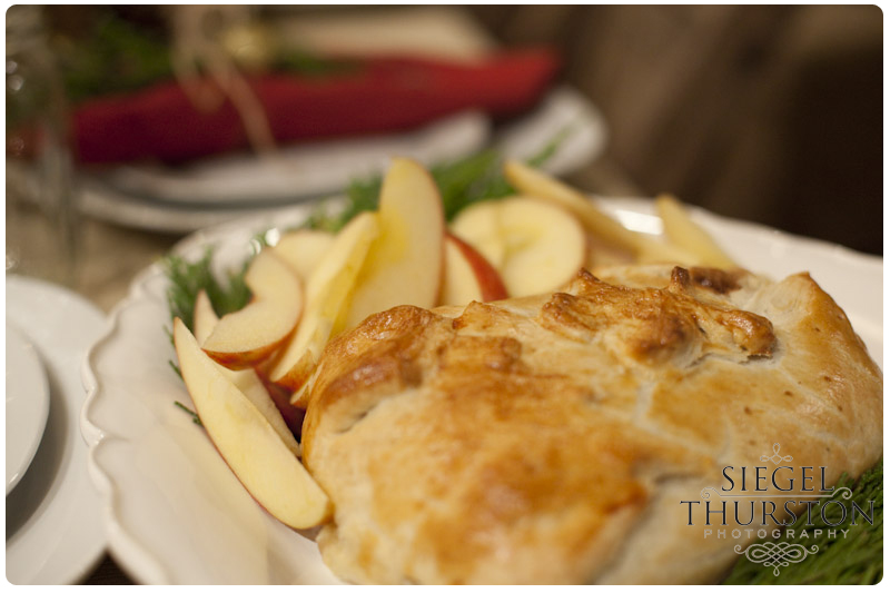 dinner party appetizer ideas of baked bree in puff pastry with apple slices